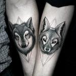 Парная тату волк на предплечье