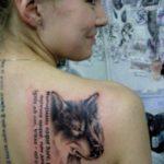 Значение тату волк на лопатке у девушки