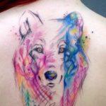 Волк в стиле акварель на спиине