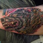 Волк в стиле олд скул на руке